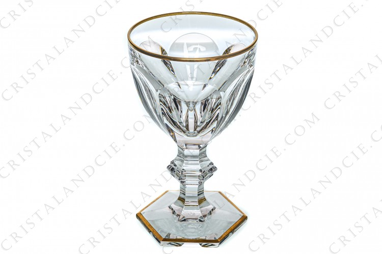 Water glass n°2 in crystal by Baccarat pattern Ems shape of the pattern Harcourt decorated with flat cut, with a ring on the stem and with an hexagonal foot and decorated with gold borders