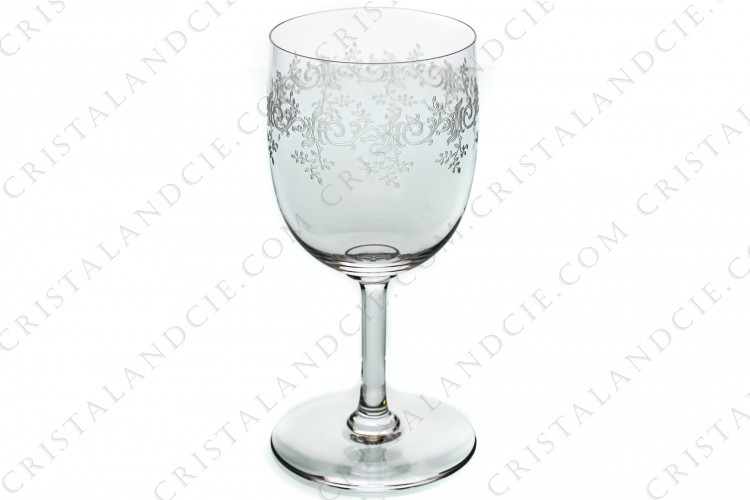 Watergoblet n°2 in crystal by Baccarat pattern Sévigné with an engraved pattern of arabesques
