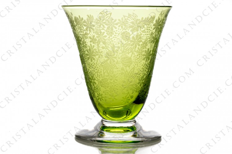 Cordial glass in green crystal by Baccarat pattern Elisabeth, decorated with engraved flowers on all the gob photo-1