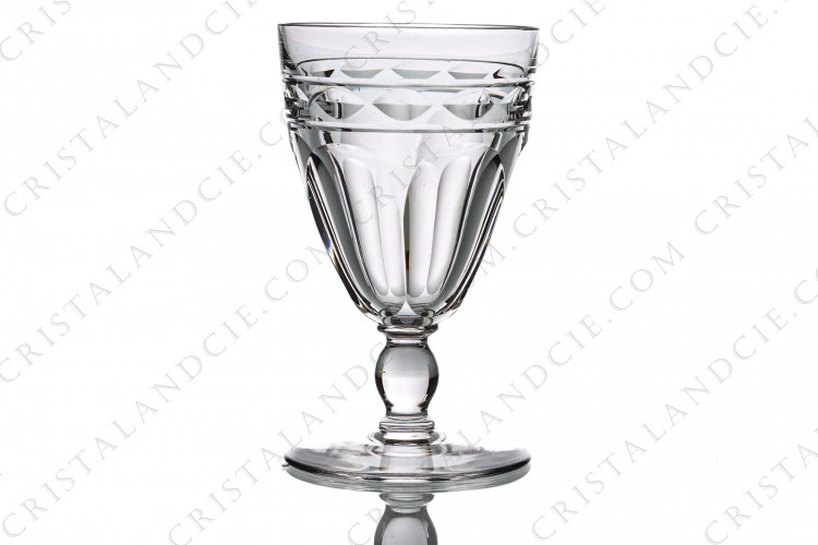 Wine glass n°4 in crystal by Baccarat pattern Campsegret decorated with flat cuts and a frieze