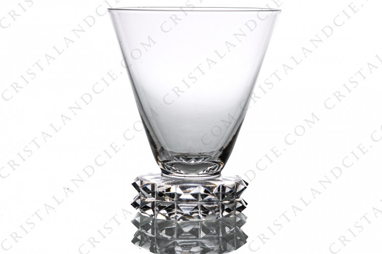 Wine glass n°4 in crystal by Saint-Louis pattern Diamant, the foot is decorated with diamond tips