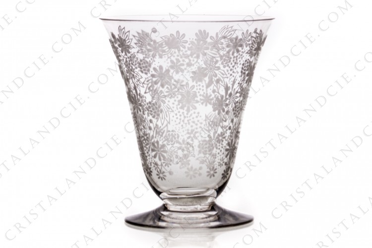 Wine glass n°3 in crystal by Baccarat pattern Elisabeth, decorated with engraved with the acid flowers on all the parison