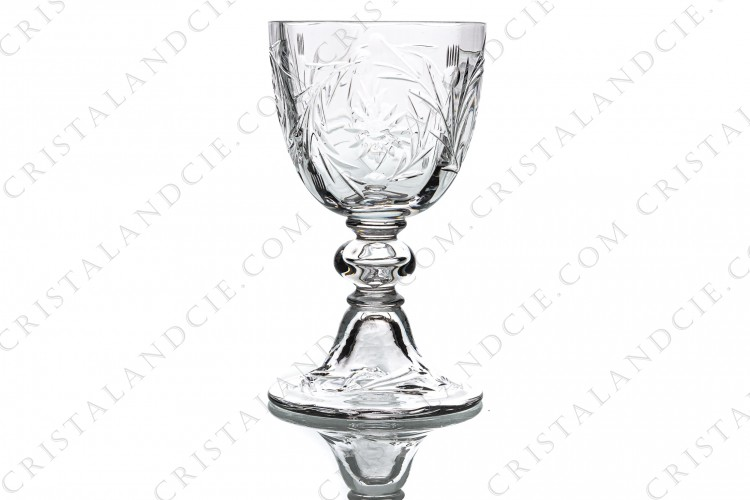 Wine glass n°4 in crystal by Baccarat shape 6185 cut 6295 with a cut pattern of flowers and arabesques