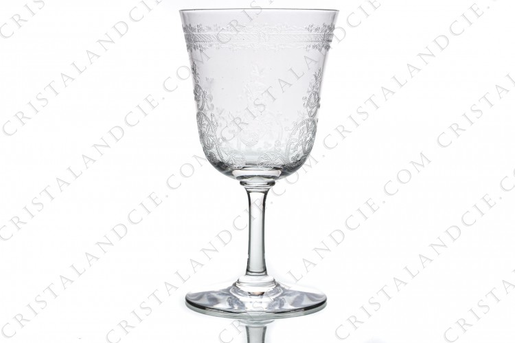Wine glass n°3 in crystal by Baccarat pattern Lafayette with an important engraved pattern of vegetables arabesques