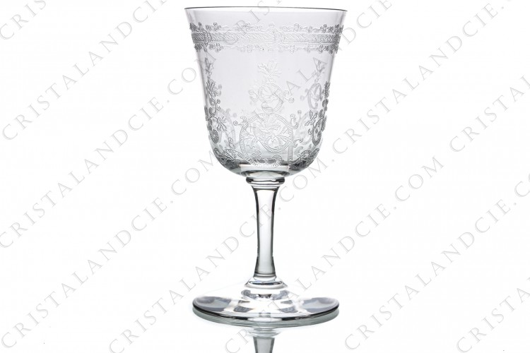 Wine glass n°4 in crystal by Baccarat pattern Lafayette with an important engraved pattern of vegetables arabesques photo-1