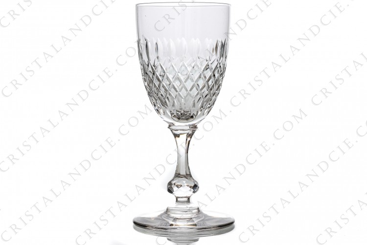 Wine glass n°3 in crystal by Saint-Louis pattern Messine with a cut pattern and a ring on the stem