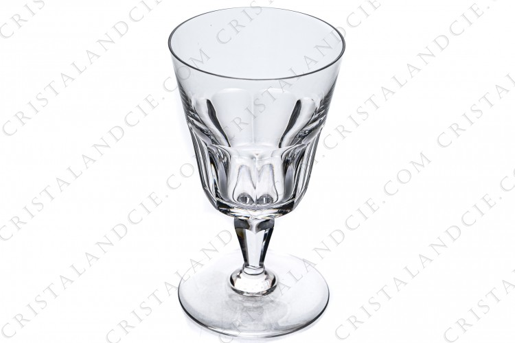 Wine glass n°3 in crystal by Baccarat pattern Texas, decorated with flat cuts on the parison and the stem