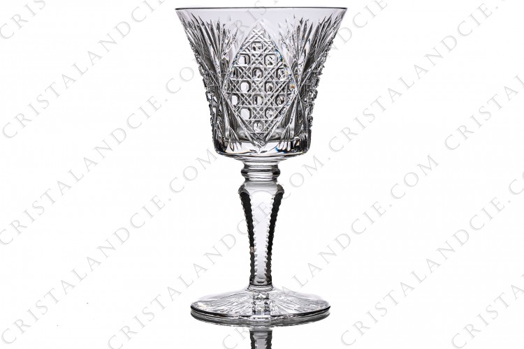 Wine glass n°3 in crystal by Saint-Louis pattern Vologne with an important cut pattern