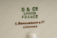 Ovale platter in china of Limoges by Bernardaud pattern Chantilly with a Japanese polychrome pattern of flowers and birds of paradise photo-2