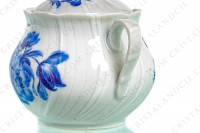 Sugar bowl in Limoges china by Bernardaud shape Palme decorated with blue bouquets of flowers photo-4