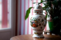 Vase in china of Limoges by La Seynie decorated with polychromes flowers photo-10