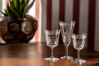 Wine glass n°4 in crystal by Baccarat pattern Lafayette with an important engraved pattern of vegetables arabesques photo-2